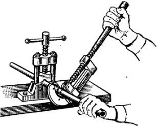 Резка труб и выполнение резьбы